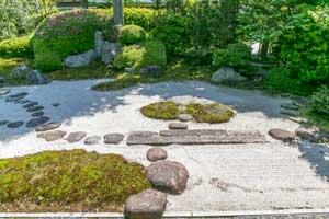 Tobi ishi at Jomyo-ji Temple